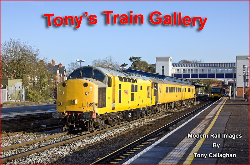 12th Dec 11:  97301 cruises through Twyford working 1Q13 from Derby to Old Oak Common.