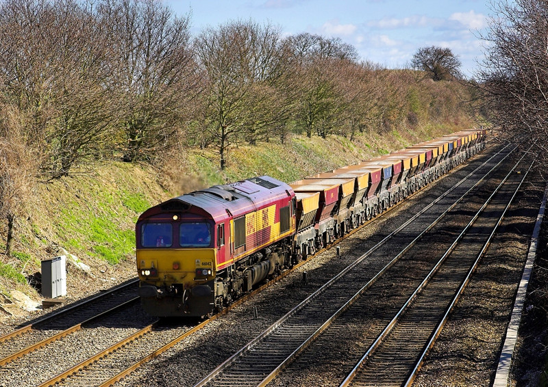 8th Apr 06: 66142, 6C23, Hayes to East Usk empty hoppers