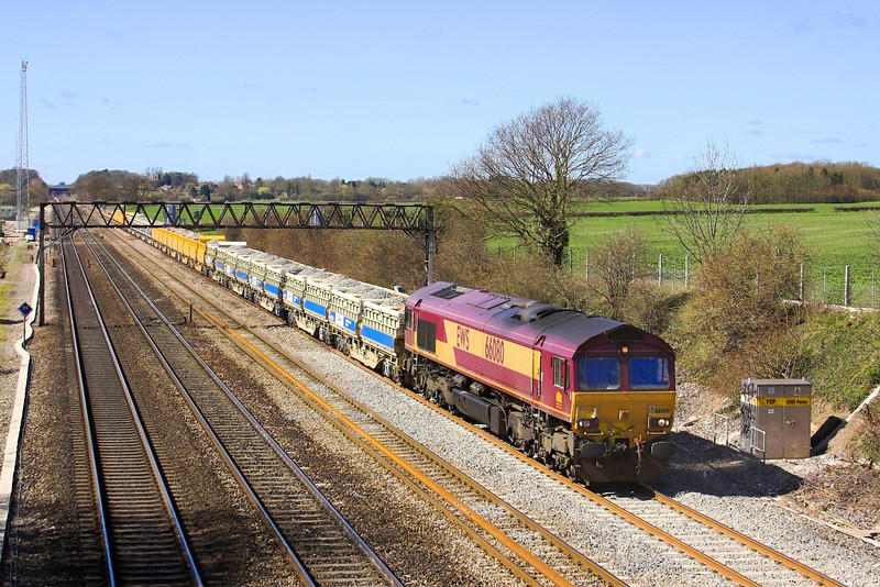 8th Apr 06: 66080 with an up ballast train.  The fresh ballast shows where the Up Goods loop point had recently been removed