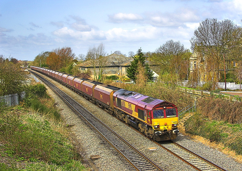 16th Apr 06:  16th Apr 06:  66098 heads loaded coal passed the site of Steventon station