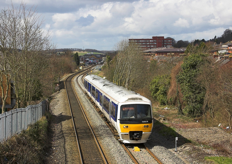 1st Apr 06: 165058 Departs from High Wycombe