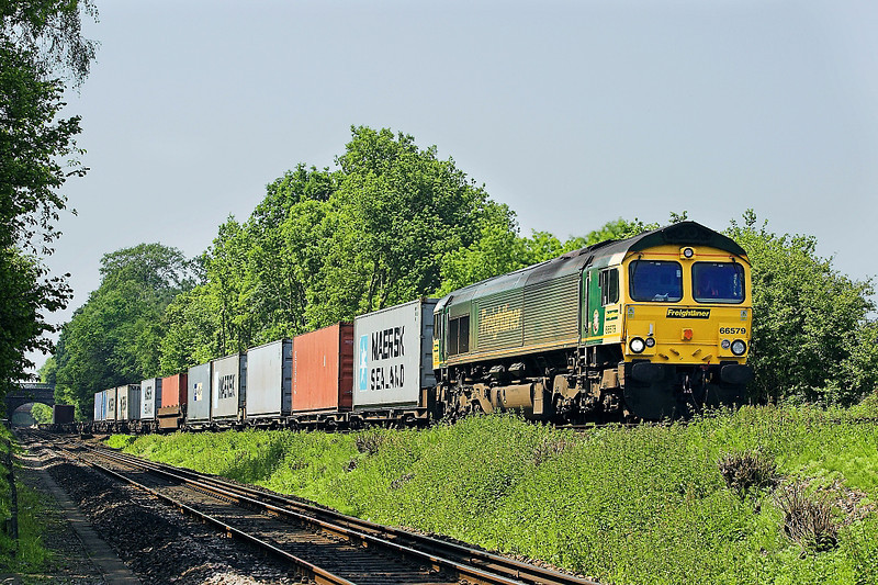 7th Jun 06:  66579, 4M58 Southampton to Ditton at Battledown.  This loco is now part of the GBRf fleet and is numbered 66739