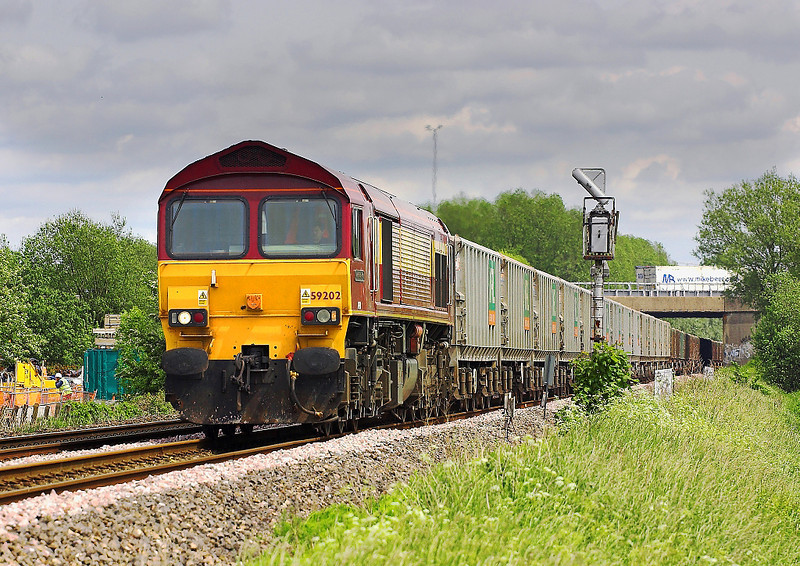 25th May 06:  59202 in charge of the Acton to Merehead empties.  This is usually hauled by a Mendip Rail 591  Theale  25/05/06