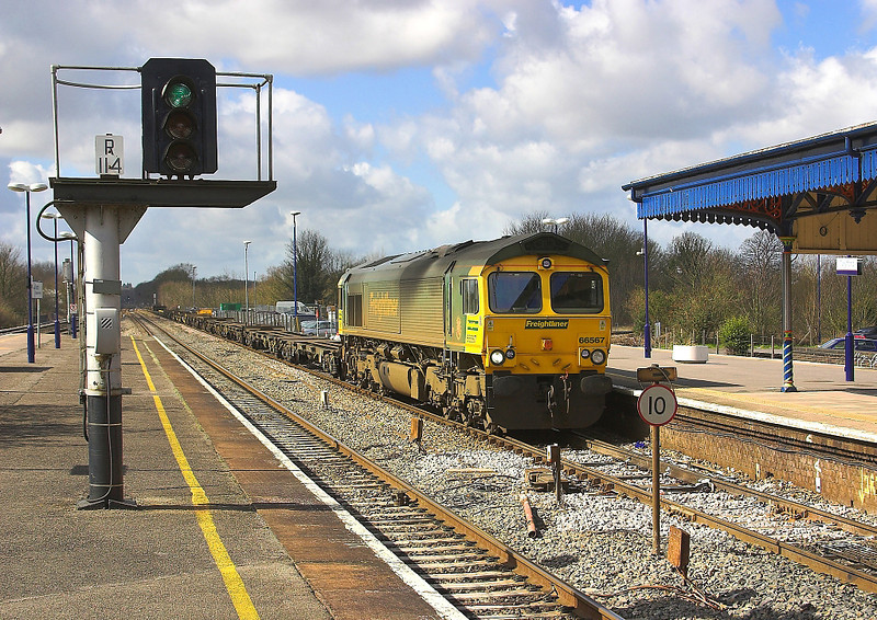 1st Apr 06: 66567 Enters from the east with the diverted 4M55 Southampton to Lawley Street