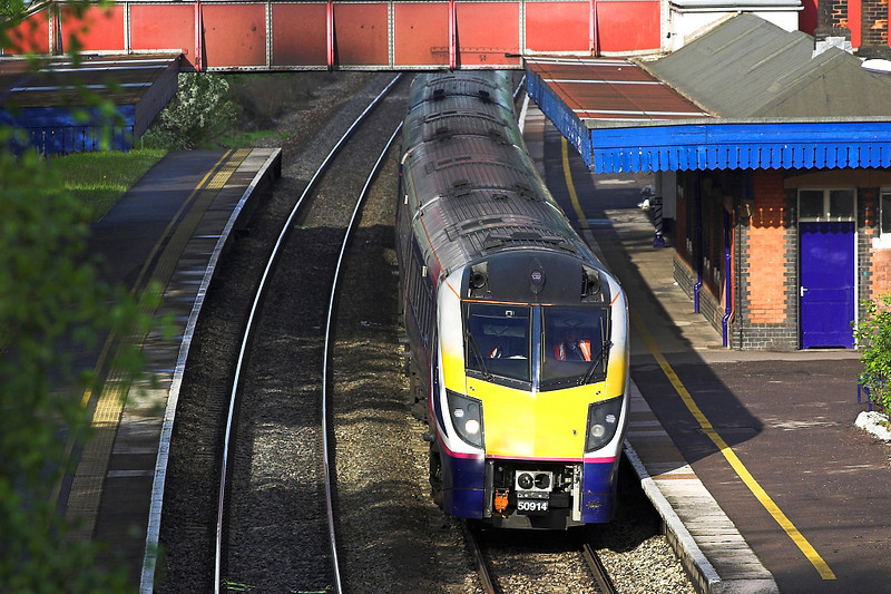 20th May 06:  180114 Rushes towards Paddington.  The plate on the footbridge shows by how much the platform and canopy were cut back when the track was realigned to allow 125 mph running through the station. 14/05/06