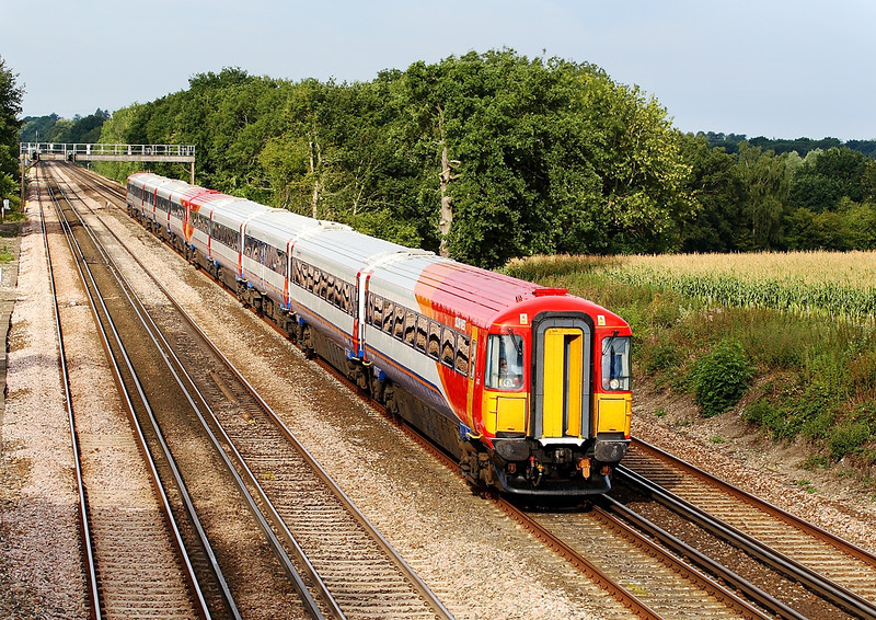 29th Aug 06: Newly refurbished Wessex '07 heads for Waterloo between Hook and Winchfield