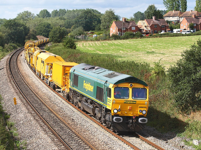 30th Aug 06 66615 brings 6Z33 the 04.41 monster engineers train from Chippenham to Reading West Yard away from Woolhampton