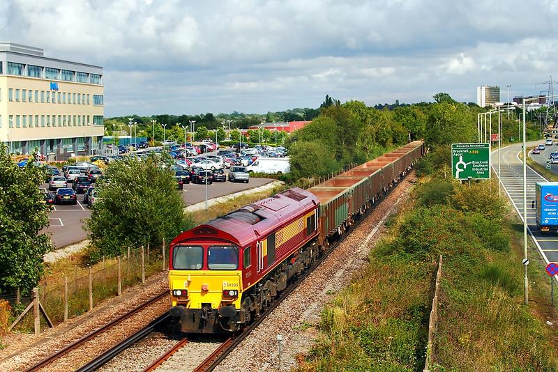 29th Aug 06:  59205 6V67 Sevington (Ashford, Kent) to Merehead climbs away from Bracknell