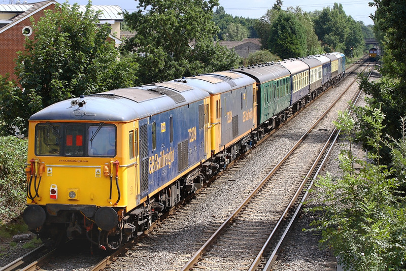 29th Aug 06:  73209 and 73204 are on the rear at Addlestone Moor