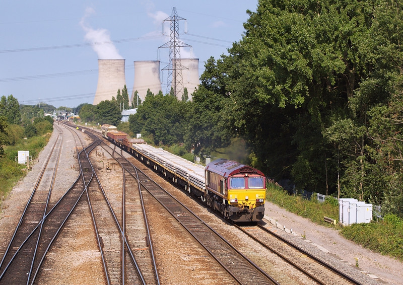 8th Aug 06:  66245 heads the morning Hinksey to Eastleigh Engineers away from Didcot