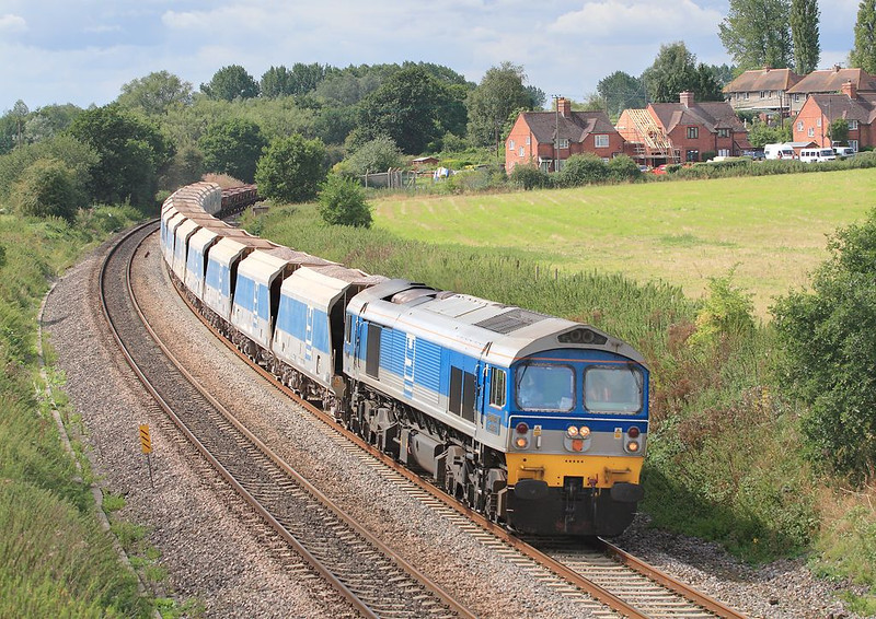30th Aug 06: 59005 swings 7A17 Merehead to Acton Yard away from Midgham