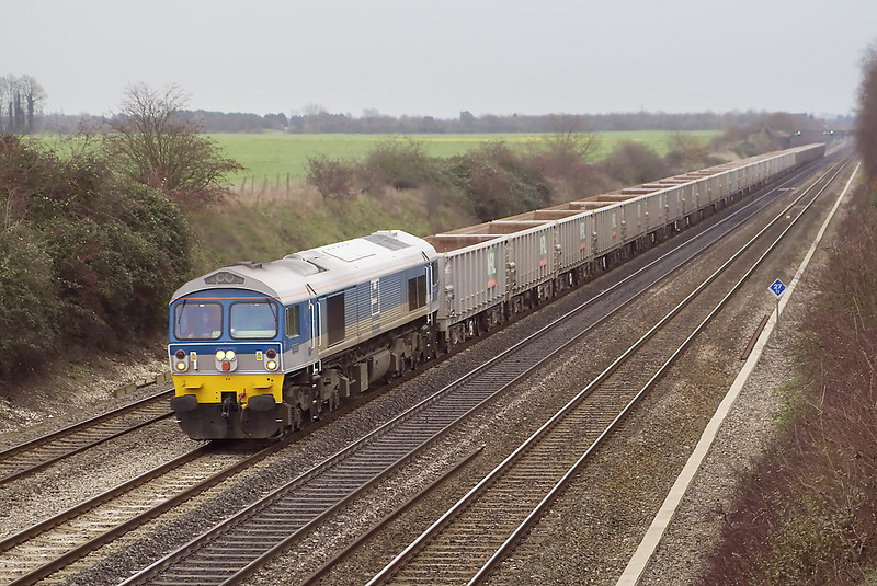 15th Dec 06:  59002 emerges from the gloom on 7C77 Acton Yard to Merehead stone empties