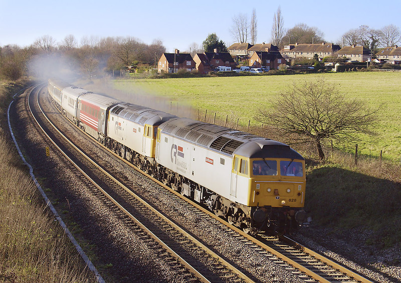 16th Dec 06:  Running about 10 minutes early 47828 & 47813 race away from Midgham