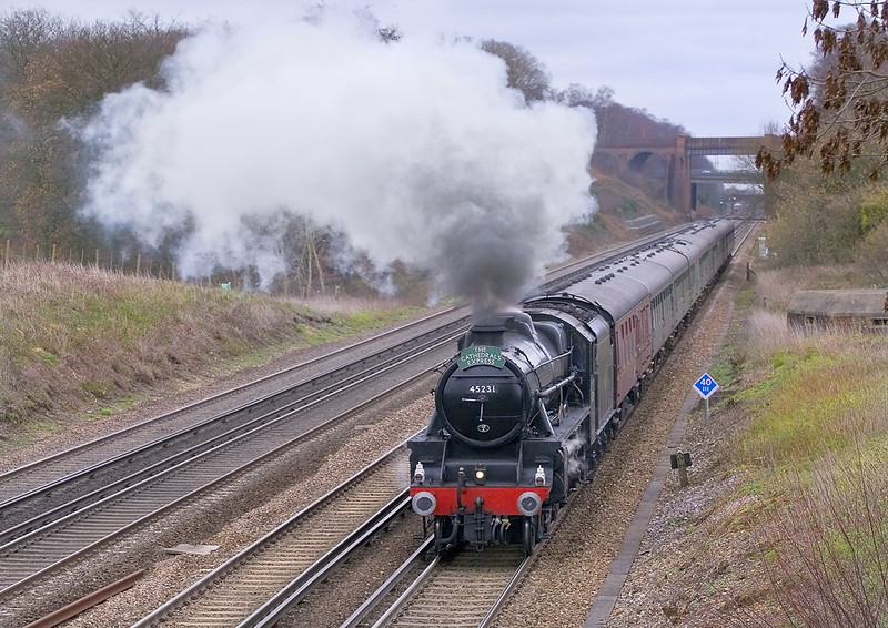 4th Dec 06:  45231 Sherwood Forster accelerates from it's water stop at Winchfield