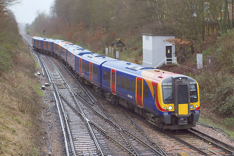7th Dec 06:  450021 changes direction as it brings the 08.54 from Reading back over the crossover and onto the Weybridge line and then on to Waterloo