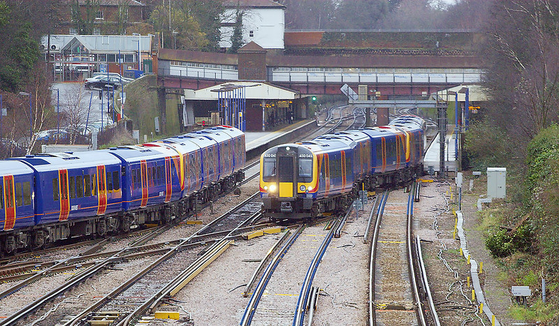 7th Dec 06:  The 10.09 from Waterloo to Reading crawls away from Weybridge and onto the Chertsey loop line as a Reading up service enters the station.  It is very rare to see loaded trains using this crossing
