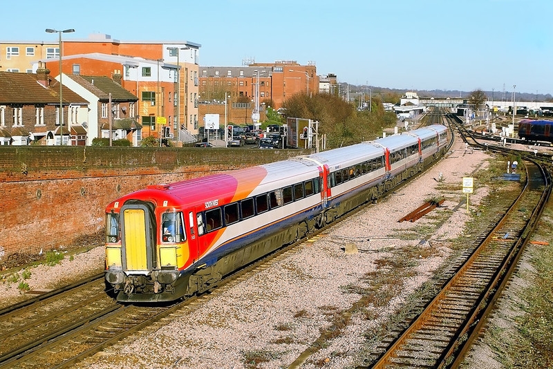 9th Dec 06:  442422 leaves Eastleigh with a service from Winchester