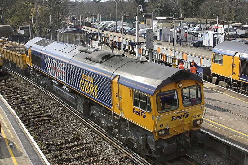 11th Mar 06:  66705 Golden Jubilee waits for spoil to be loaded