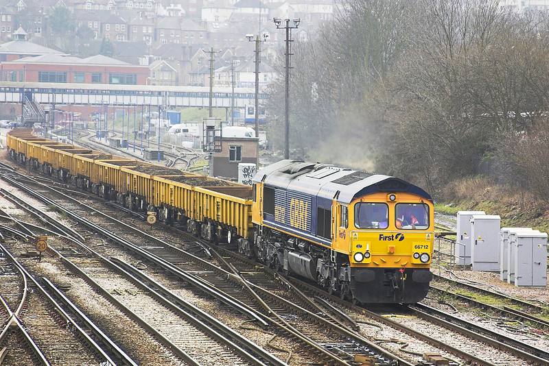 18th Feb 06: 66712, 6G10, 11.00 Cosham - Eastleigh  powers up to climb the hill on to the Reading line.  Guildford