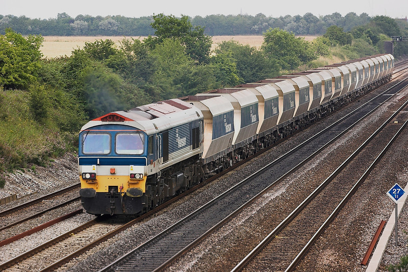 27th Jul 06:  59104 leads Hanson Hoppers from Acton to Whatley.  The loco had come Light Engine to collect them