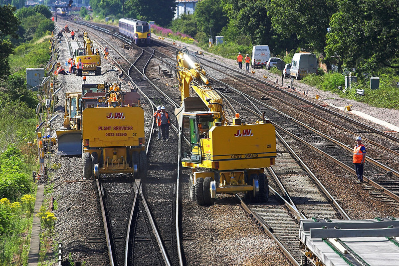 17th Jul 06:  With the Up Line now clear the diggers manouver onto the line to move to the west end of the possession