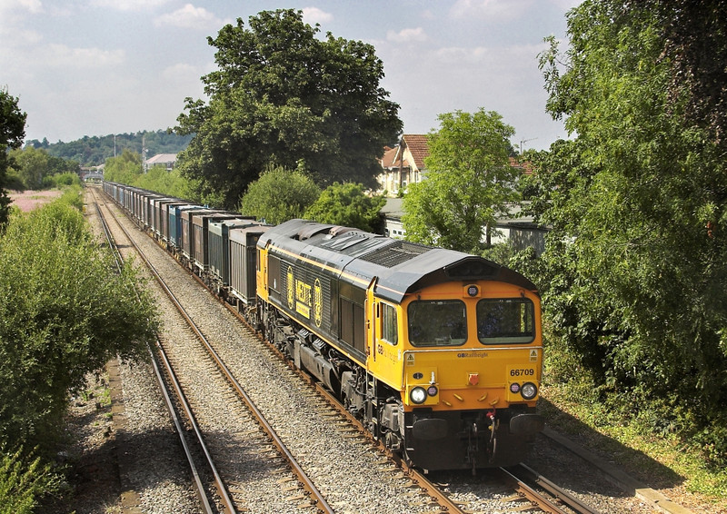 24th Jul 06:  66709 and empty Gypsum containers from Mountfield to Southampton