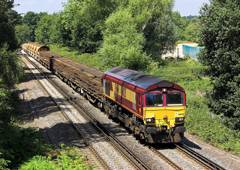 24th Jul 06:  66128 hauls the very well loaded Hoo Junction to Eastleigh engineers working