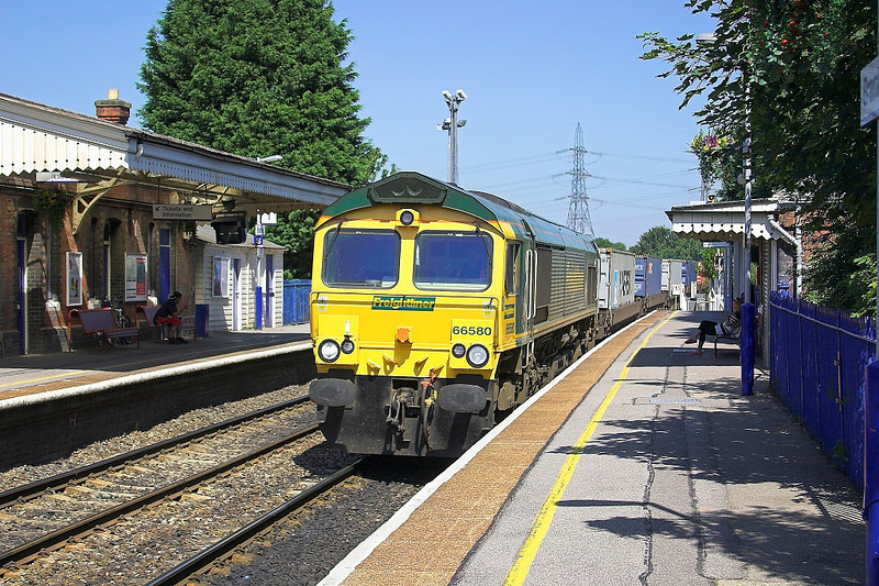 15th Jul 06:  66580, 4O54 Leeds to Southampton