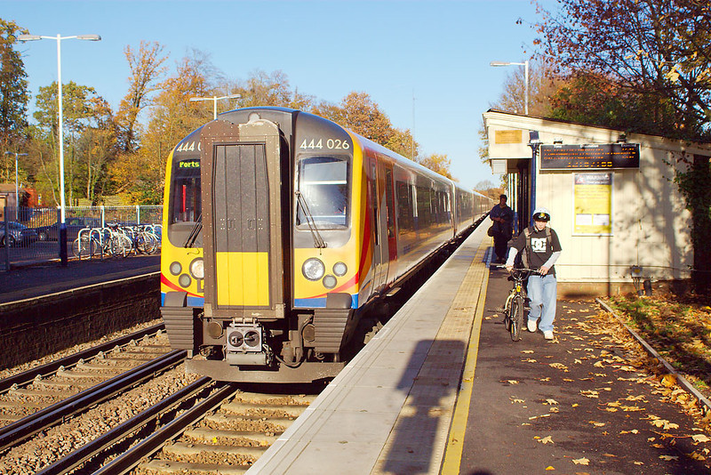 19th Nov 06:  444026 pauses with the hourly stopping service to points south