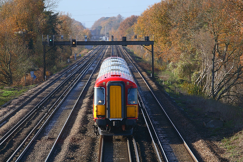 29th Nov 06:  442410 doing what it has done for the last 20 years. Rushing up and down the main line