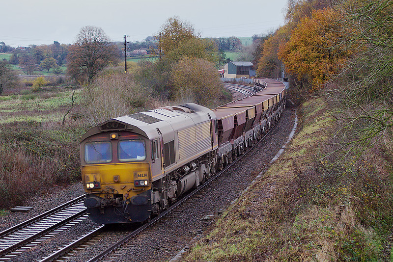 25th Nov 06:  Absolutely filthy 66238 heads the diverted Hayes to East Usk away from Lavington Station.  The station was actually in the hamlet of Littleton Pannell