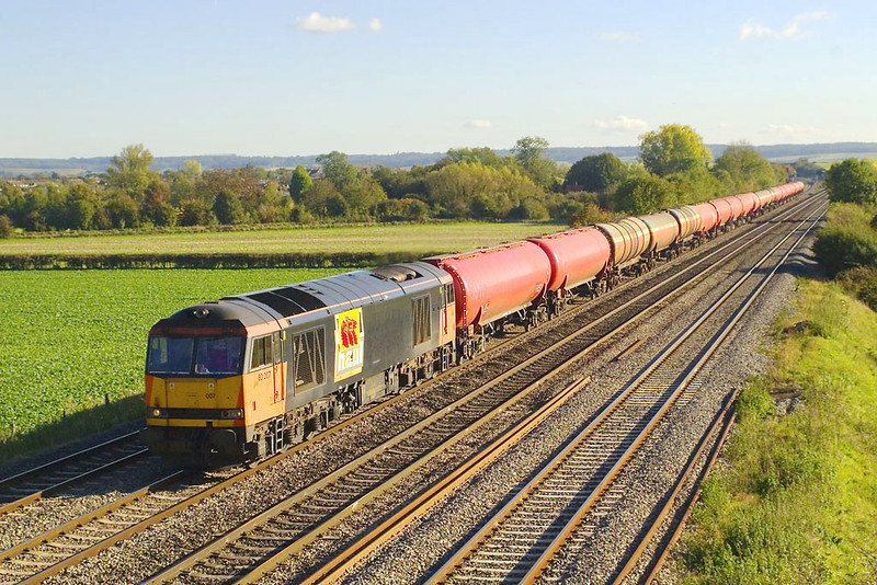 2nd Nov 06:  60007 leads the 6B33 Theale to Robeston empty Murco tanks. Note the divided logo on the side