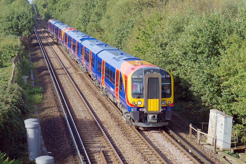7th Oct 06:  New Desiro 450119 heads the 10.12 form Reading to Waterloo