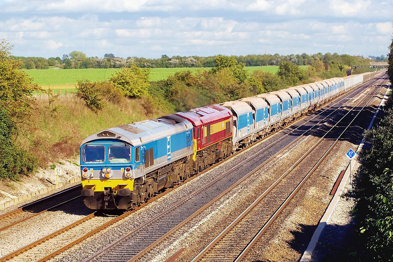 4th Oct 06:  In sparkling Autumn light 59005 & 59203  head 6C77 returning empties from Acton to Merehead