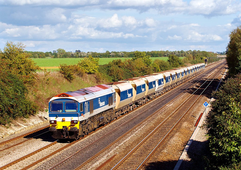 4th Oct 06:  59101 6V18 Hither Green to Whatley empties.  A matching set for once.