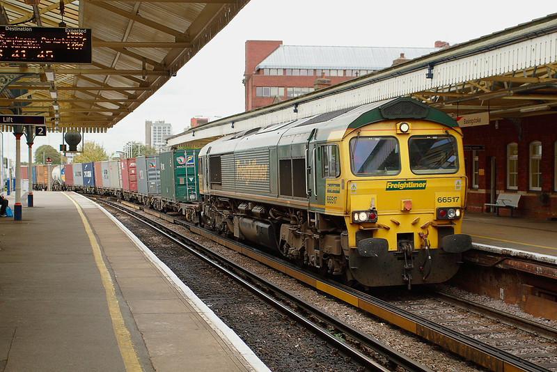 31st Oct 06: 66517 brings 4O54 from Leeds through Platform 1