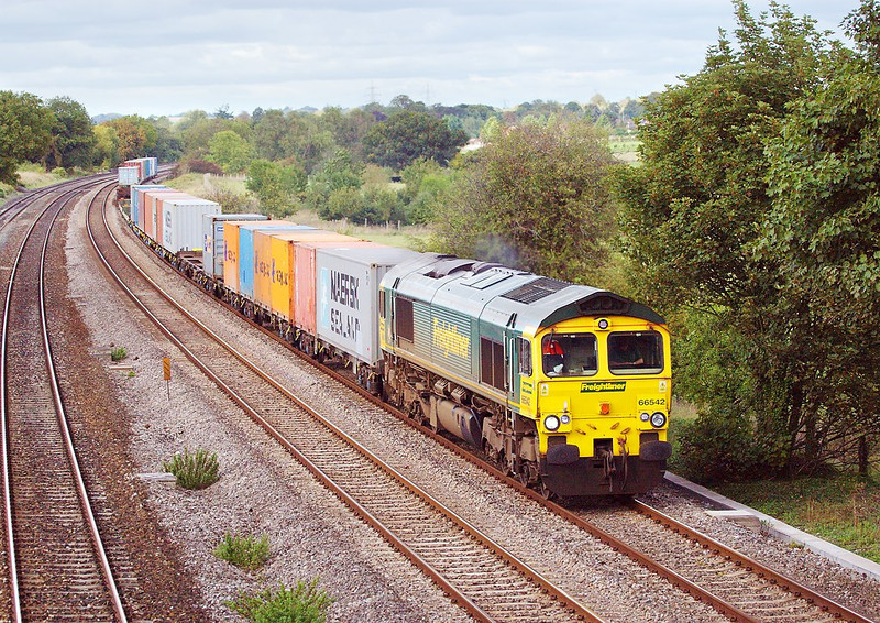 3rd Oct 06:  66542, 4O54 Leeds -Southampton