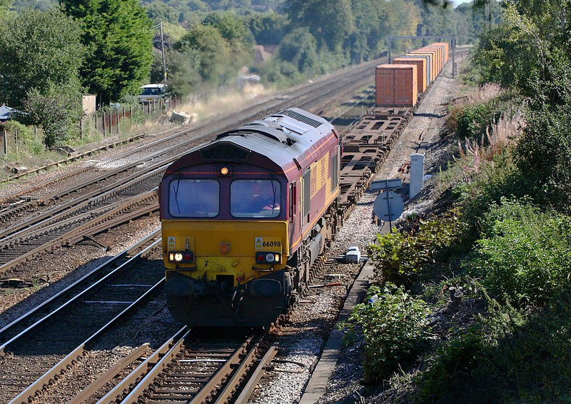 25th Aug 06:   66098 accelerates after a signal check with 4O53 Wakefield Europort to Southampton