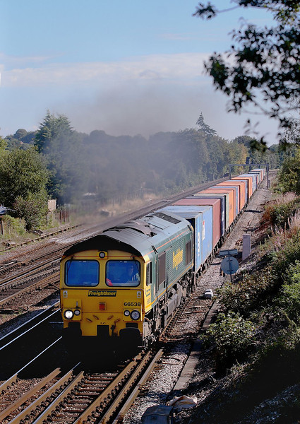 25th Aug 06:  66538 takes the crossover to gain access to the Salisbury line.  The freightliner had been diverted to run via Romsey