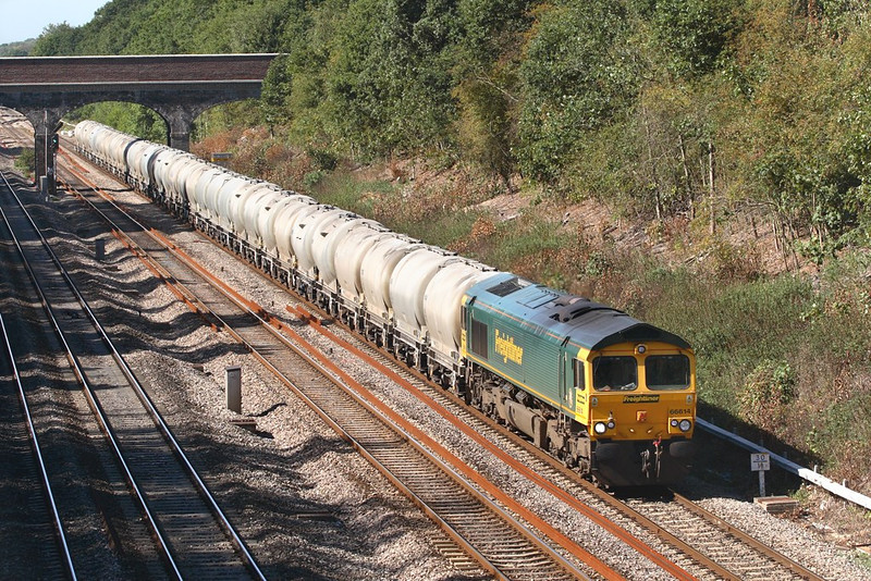 8th Sep 06:   66614 heads north with empty cement tanks for the Hope Valley Line