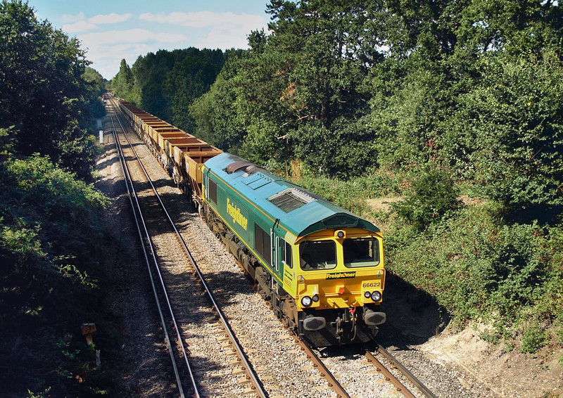 7th Sep 06:  66622 makes it's way east hauling the 10.51 Neasden to Wool sand empties