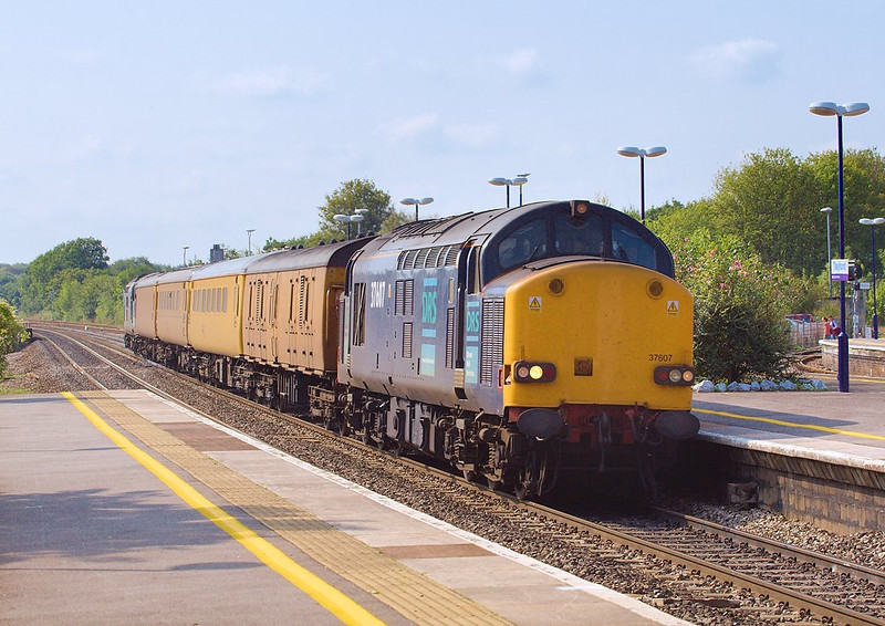 15th Sep 06:  37607 hammers up the main with 1A94 from Plymouth to Paddington