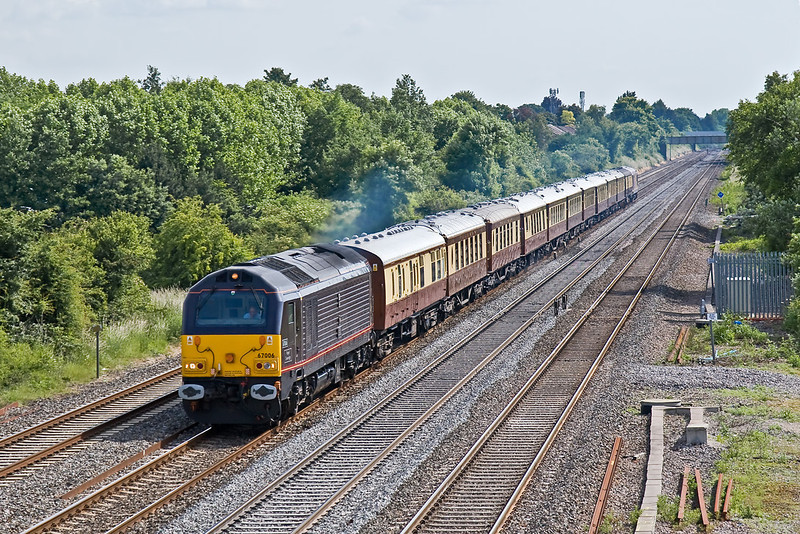 17th Jun 08:  Royal Skip 67006 heads the VSOE away from Maidenhead.  It will reverse at Reading and take the Ascot line