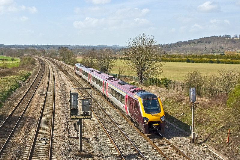 1st Apr 08:  Cross Country Voyager 220017 on the Relief at Lower Purley