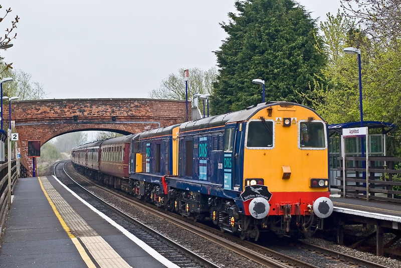 19th Apr 08:  Class 20's in the Thames Valley are rare beasts so were not to be missed.  20310 & 307 are power for 'Spitfire Railtours' jaunt from Crewe to Weymouth.  Captured here roaring through Appleford