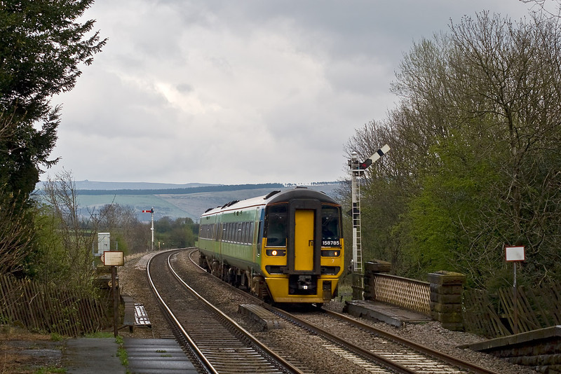 28th Apr 08:  158785 at Edale bound for Liverpool Lime Street