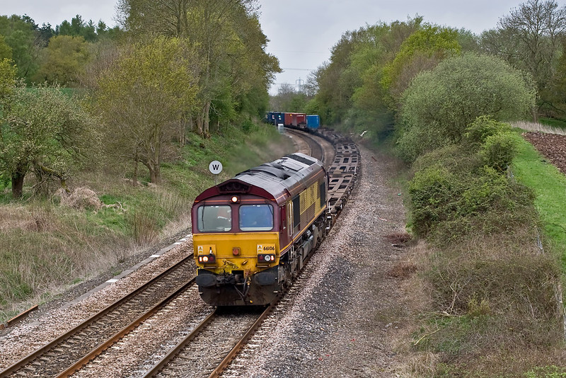 29th Apr 08:  66106 heads  4M36 from Southamptin to Birch Coppice through Silchester