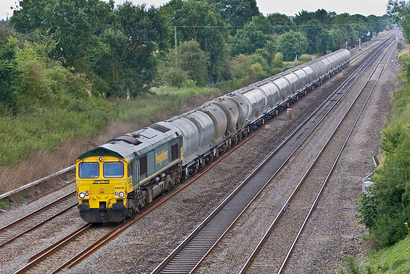 4th Aug 08:  66616 works to Theale from the Lafarge cement  works at Earles.  The new bogie tanks glisten depite the dull weather