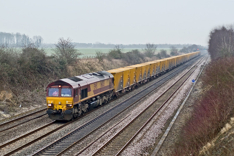 31st Dec 08:  Last picture of the year is of 66035 working the re-timed Brentford to Appleford Binliner through Shottesbrooke