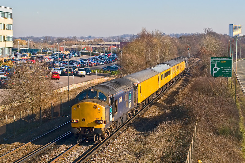 11th Feb 08:  Todays Derby to Woking Serco (1Q15) on the Reading Leg leaves Bracknell